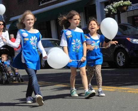 Dear Girl Scout Mom: Step Back and Let Your Daughter Shine