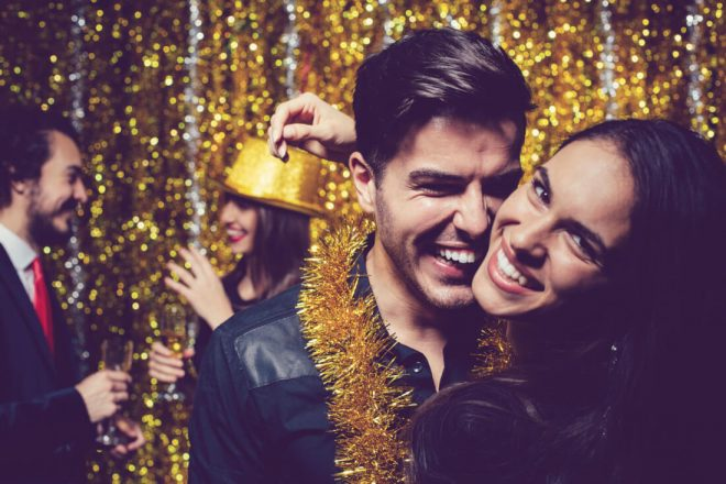 6 Tips For Throwing A Lit Frugal Holiday Party