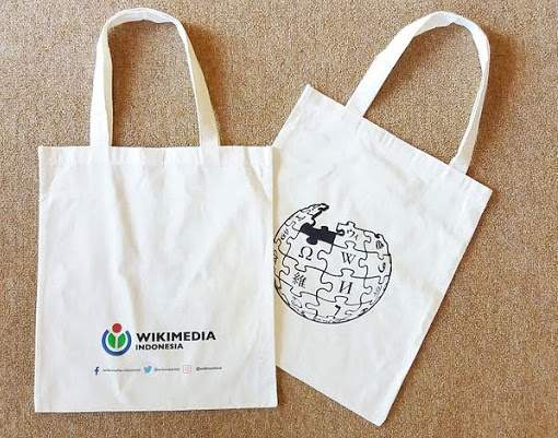 7 Fantastic (and Frugal) Earth Day Ideas | Wikimedia Tote Bags