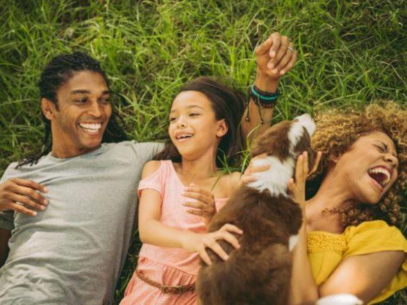 Beneficios sorprendentes de las mascotas: ¡Fido puede enseñar a los niños sobre dinero!