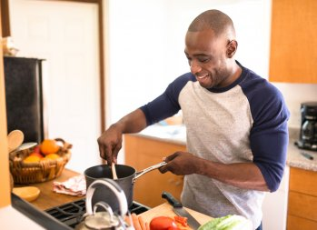 3 Cost-Effective Cooking Tips for One- or Two-Person Meals - cooking for one person (or two people) - how to save money on food shopping