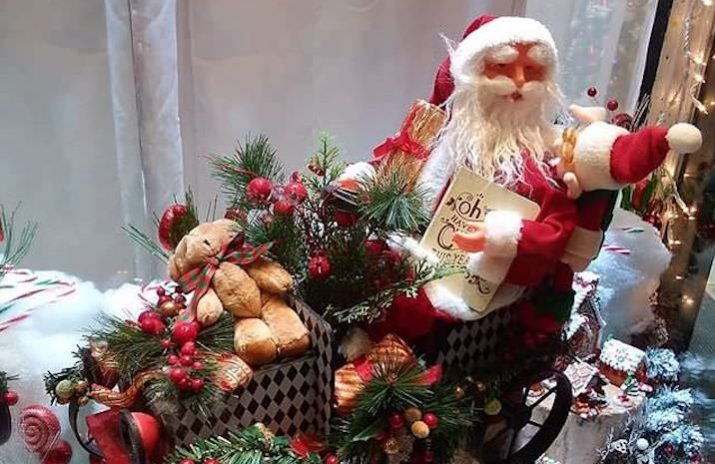 How to Get Free Christmas Gifts for Your Family | How to get free holiday gifts | Christmas gift donations | Photo by Daye Deura