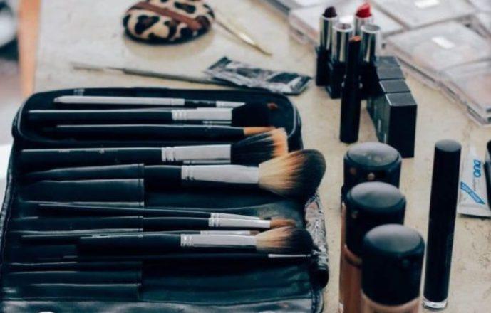 Minimalist Fashion: How Many Shades of Lipstick Do I Really Need?