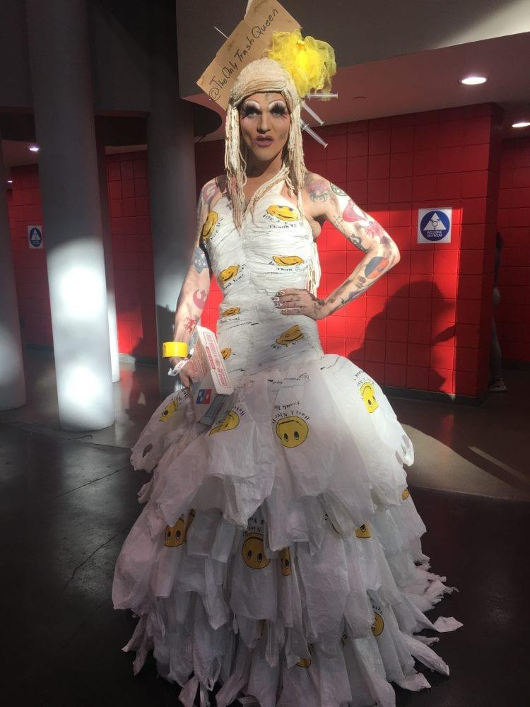 @TheOnlyTrashQueen (también conocido como Avant Garbage) en RuPaul's DragCon NYC