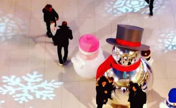 Holiday Credit Card Spending: Great Idea or Potential Disaster? | Photo of people shopping during the holidays | Photo by Daye Deura