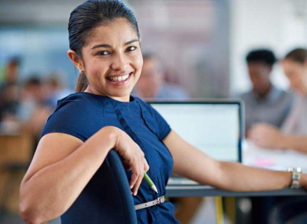 Guía para emprendedoras latinas para iniciar un negocio