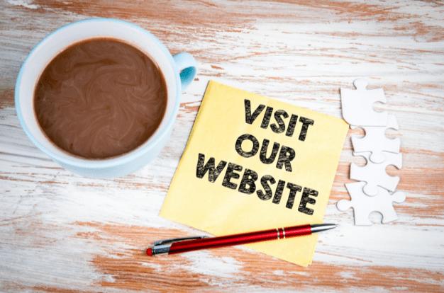 Diseñe la navegación de su página de inicio para seguir el recorrido de sus clientes y prospectos y guíelos hacia su llamado a la acción.