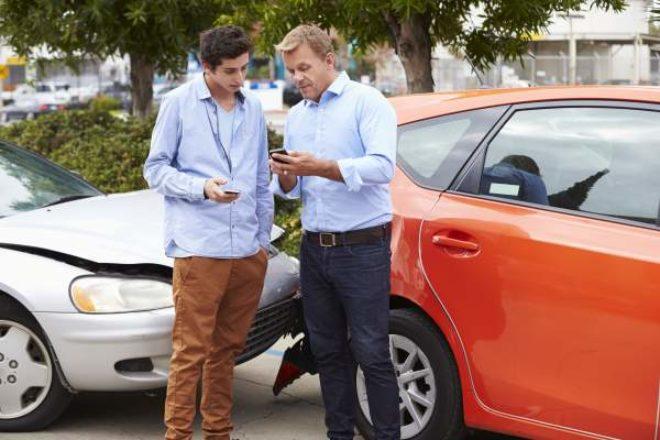 Guía del autoestopista sobre seguros de automóvil